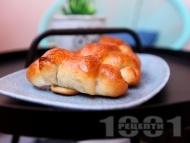 Бързи и лесни пухкави домашни кифлички с кисело мляко, сирене, кашкавал и суха мая